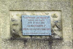 Лан. Доска на стене города, прикрепленная по приказу Наполеона
