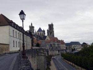 Лан, вид на старый город и крепостную стену.
