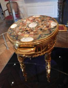 Замок Бретей. Тешенский столик - подарок императрицы Марии-Терезии